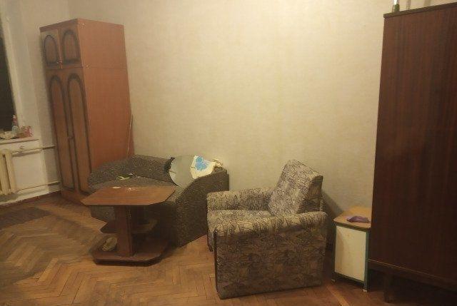 Сдается комната в 2 комнатной коммунальной квартире, 5 минут от метро.